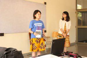 ピアスの学生団体であるピースクラブでヒロシマをテーマにしたワークショップで発表する筆者(写真中央)