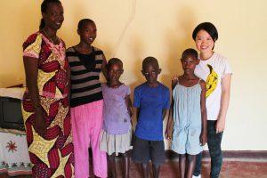 ルワンダ北部でランティアをした時のホームステイ先の家族と